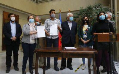Diputados de oposición presentaron acusación constitucional contra ministro Víctor Pérez