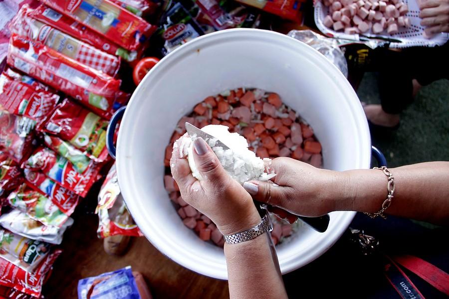 El regreso de la olla común: Combatiendo el hambre en medio de la pandemia