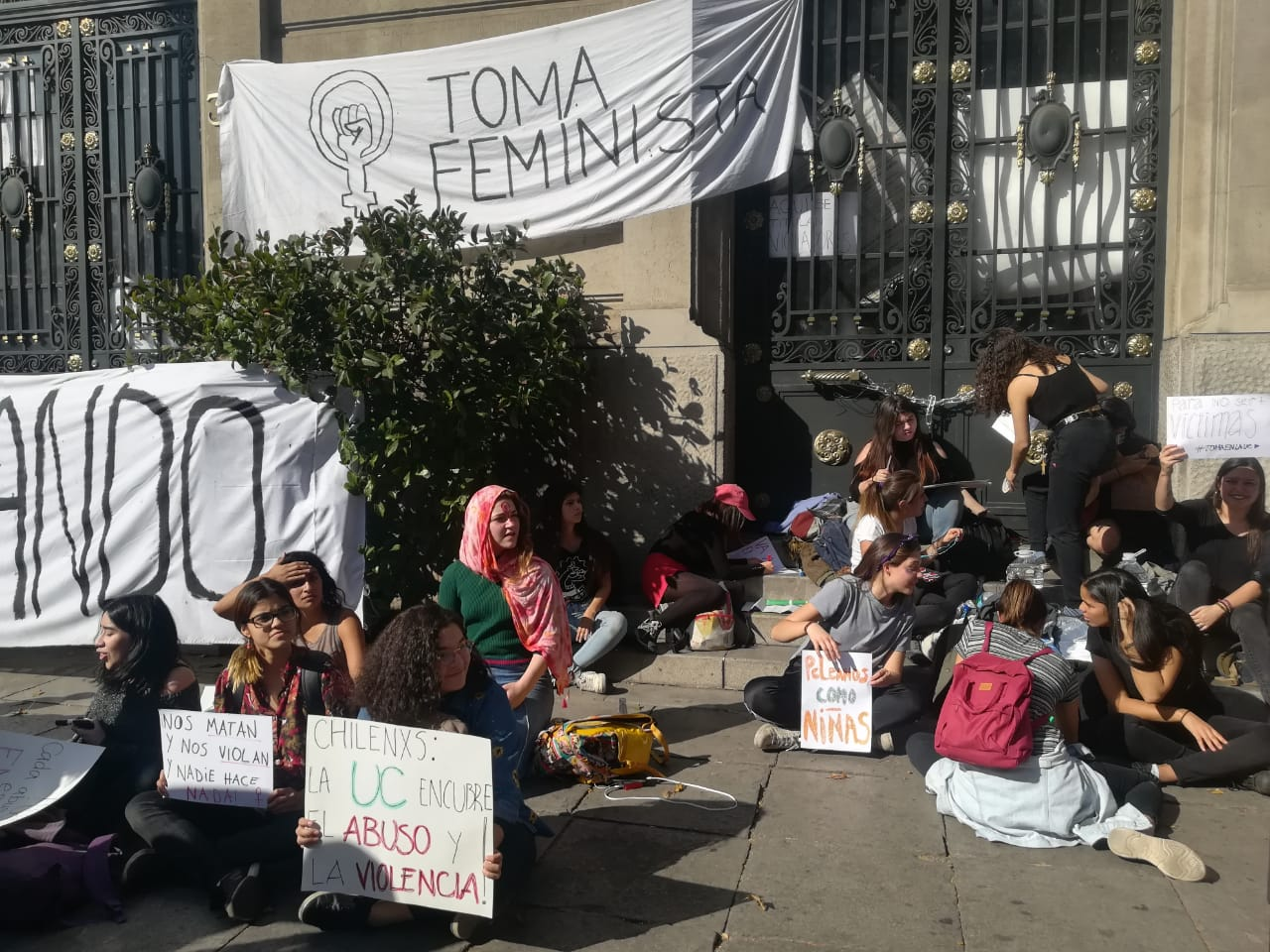 Movimiento Feminista se toma Casa Central