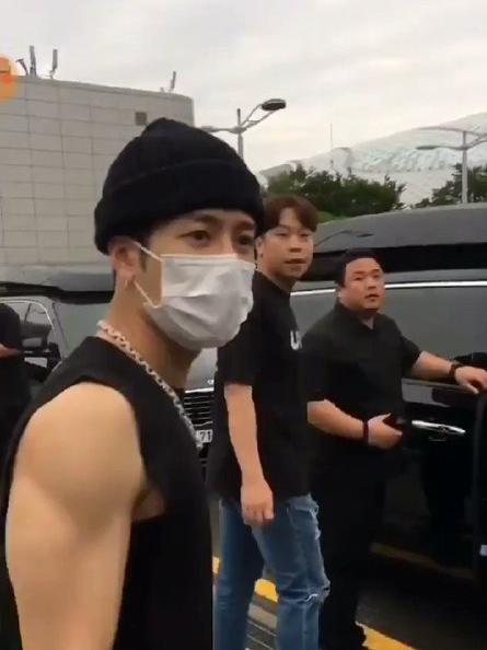 Jackson Wang es acosado por fans