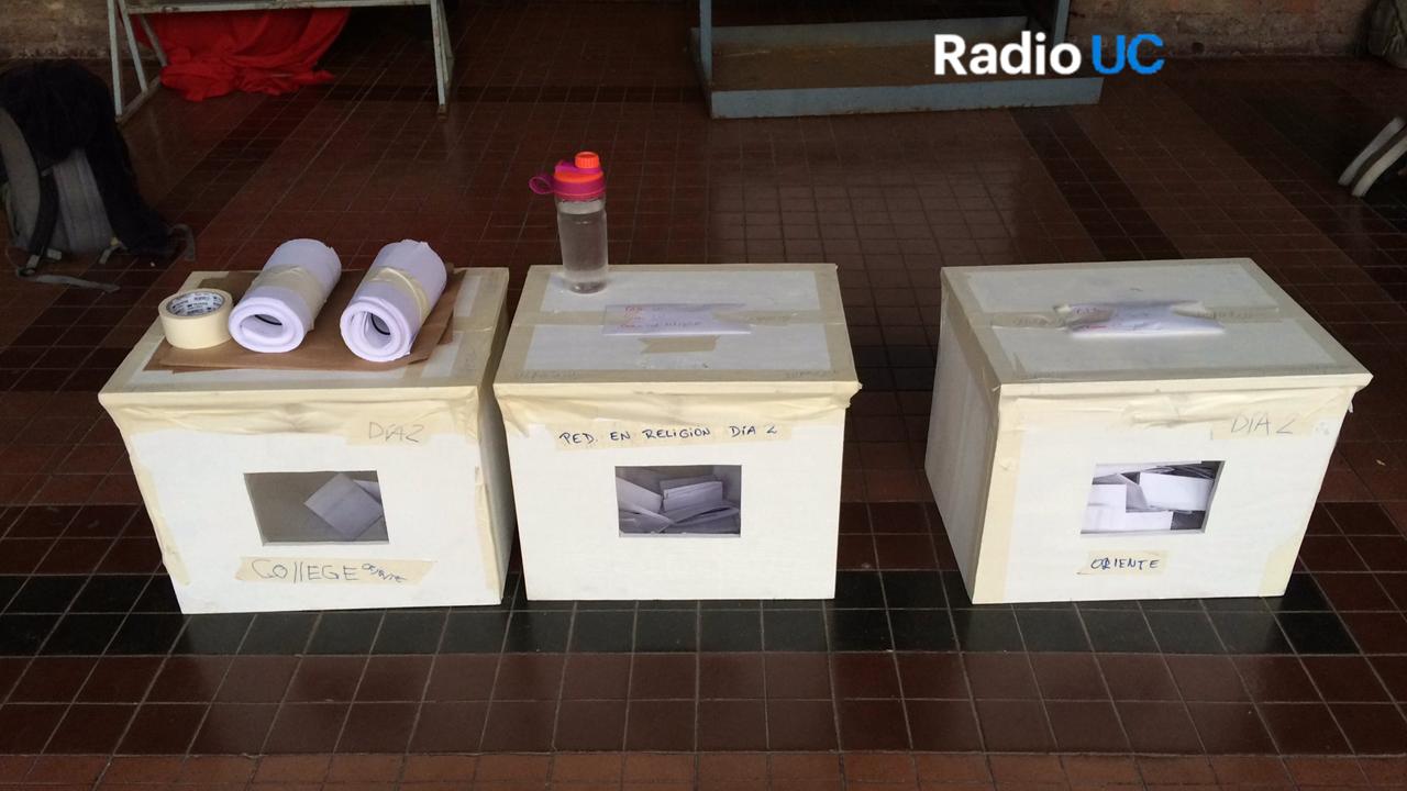 Urnas listas para comenzar el recuento de los votos